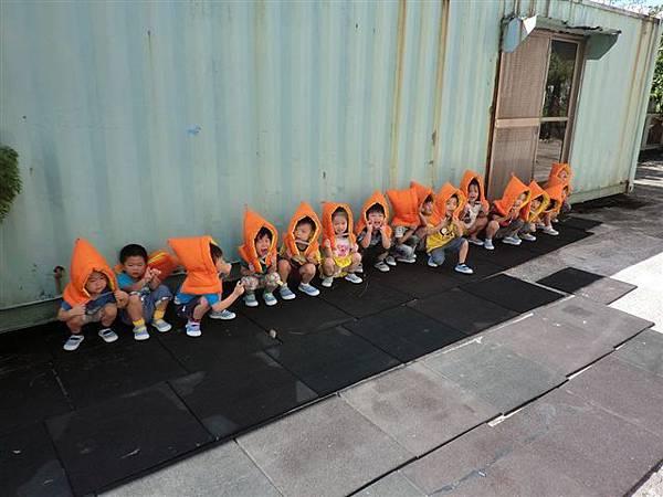 9.13教導孩子地震來時如何逃生,看著孩子這麼認真的模樣~真的大大按讚!很真的記錄哦!-10.jpg