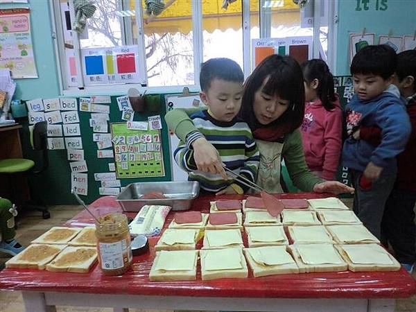 12.23動手做三明治嘍~好美味的加楓牌三明治-2.jpg