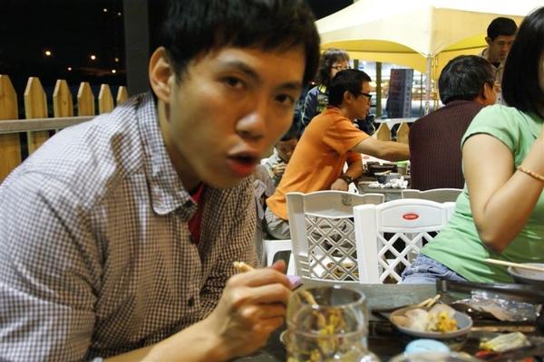 今天掌鏡的陳桑,感謝他幫我們拍照