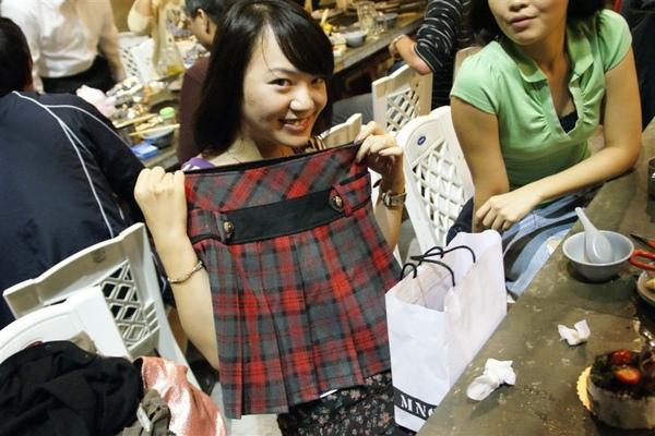 姊妹送的禮物,去香港要穿低
