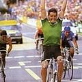 1987 ROCHE在Villach世界杯錦標賽中衝刺得到冠軍,在同一年也獲得環義、環法、世界杯三料冠軍。carrera V-R004