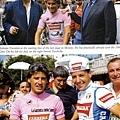 上:1986年環義賽在最後一站的起跑點和父親、合照。當時已確定獲得環義總冠軍。 下: 1987年環義賽和Roche合照,當時二人仍然微笑合影。carrera V-R002