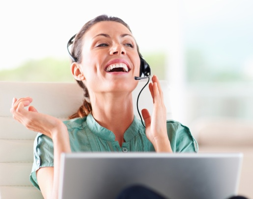 Family-member_woman_computer-with-headset_closeup1
