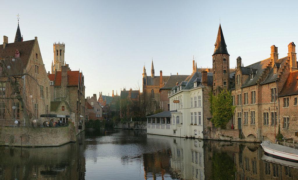 1024px-Rozenhoedkaai_Brugge.jpg