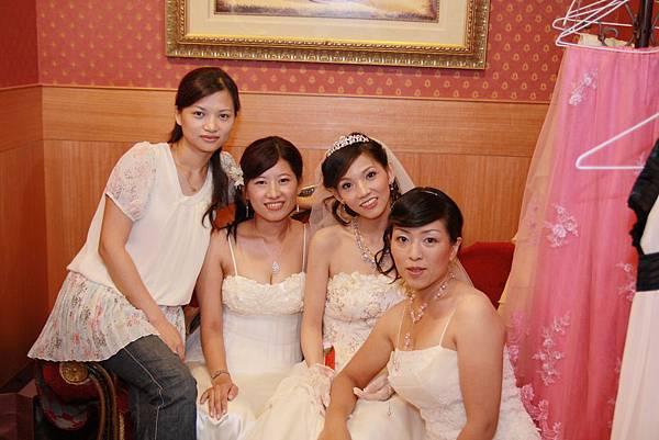 四姐妹又聚在一起了