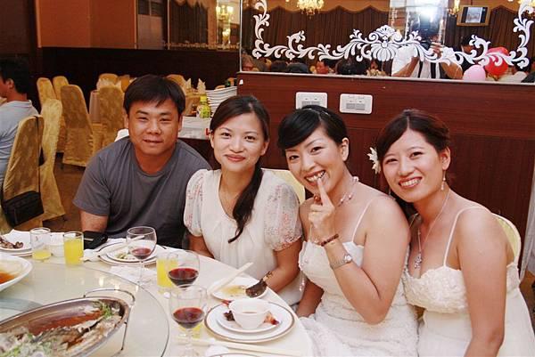 劉小婷賢伉儷&伴娘二人組