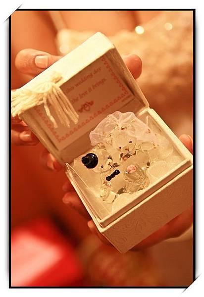 中午那場婚禮接到捧花的禮物-水晶結婚熊