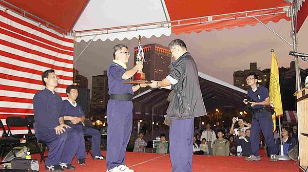 02-總冠軍領獎-2.jpg