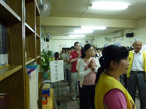 06依序排隊.JPG