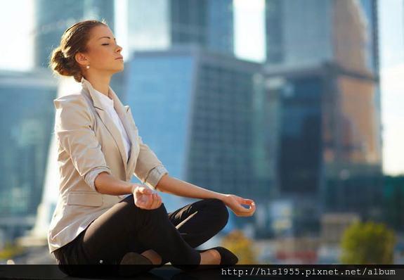 woman-meditates