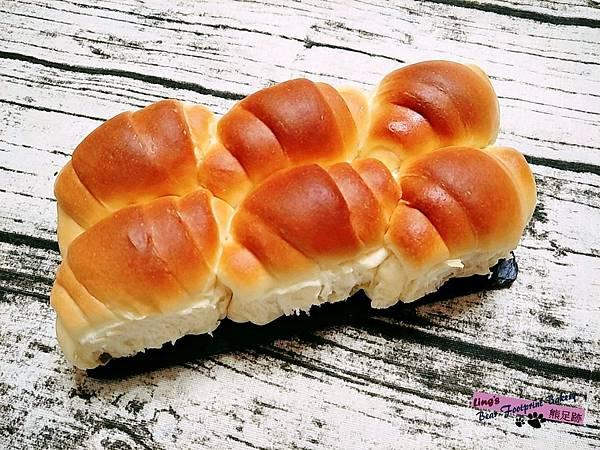 奶香捲麵包 熊足跡 (10)
