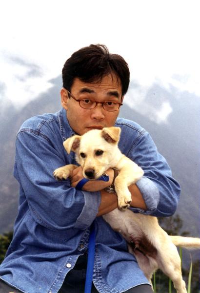 47歲抱著狗子的天洛