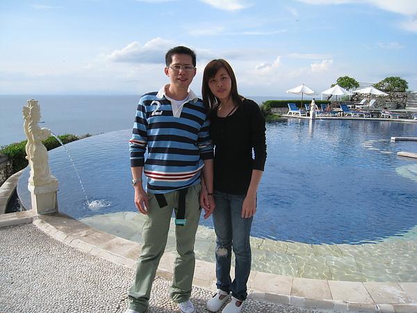 峇里島是個熱情的夏天~~我們穿太多了~~