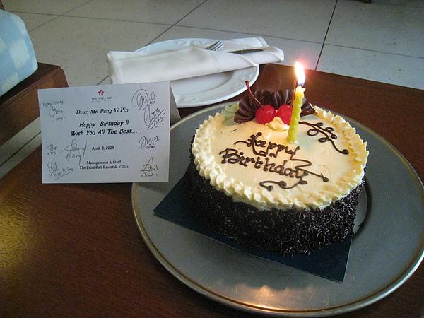 今天是老公的生日,貼心的飯店為老公準備蛋糕!!