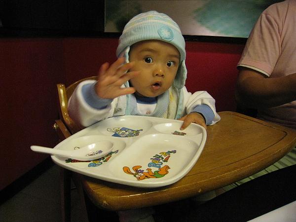 喔!!不要拍我~~我只是出來吃飯的!!