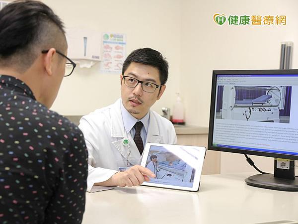 徐培菘醫師說,不論化療或是標靶藥物,都是肺癌治療上有力的武器,兩者應互相搭配,不需去區分好壞或先後順序。