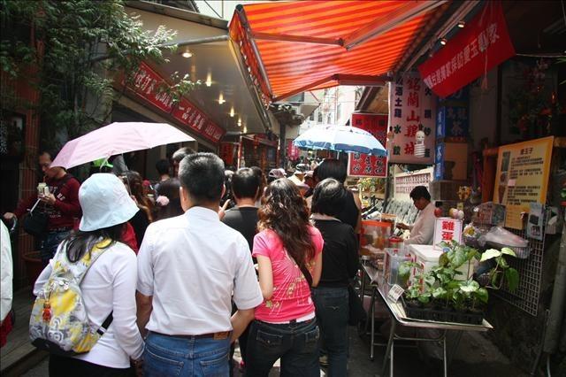 奮起湖老街上滿滿都是人,感覺只有一個字:熱!
