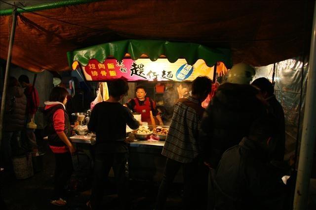 就是切仔麵的意思。在第一市場前,這間是做宵夜場的