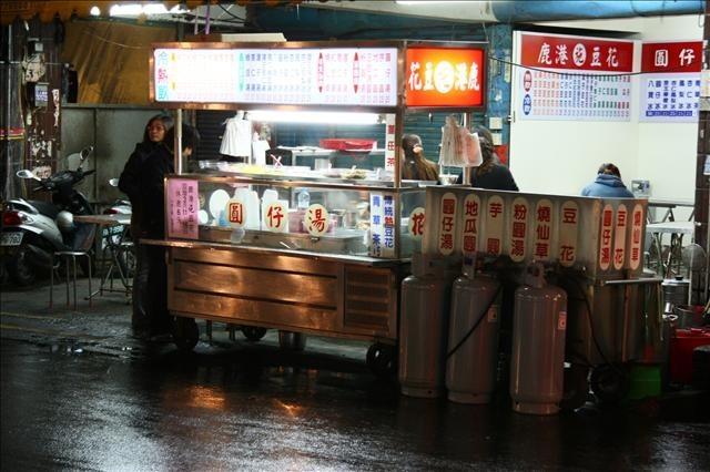 這家也在第一市場前,最有名的是圓仔湯