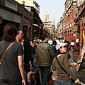 周日下午老街上都是人