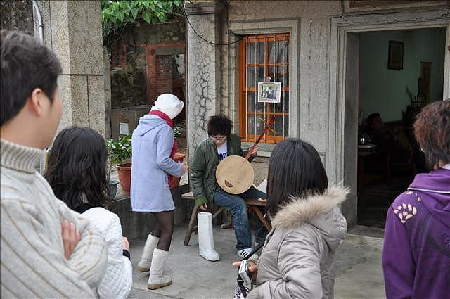 門口還提供道具讓遊客模仿劇情,之前浩子胡瓜在綜藝大集合也玩過