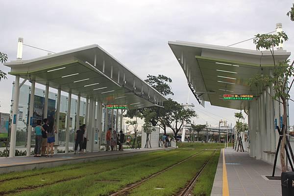 高雄展覽館站