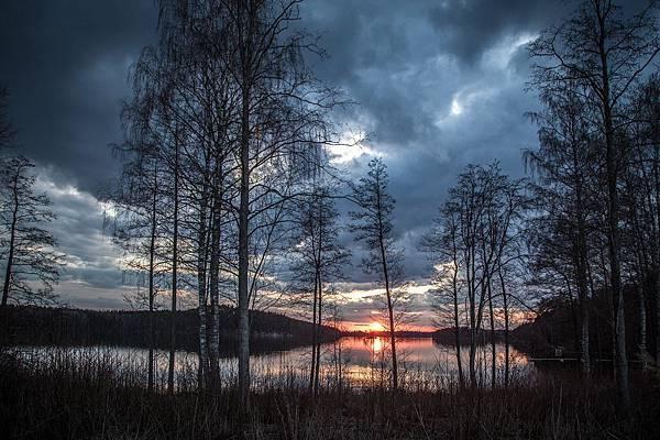 lake-scenery-1365288_1280.jpg