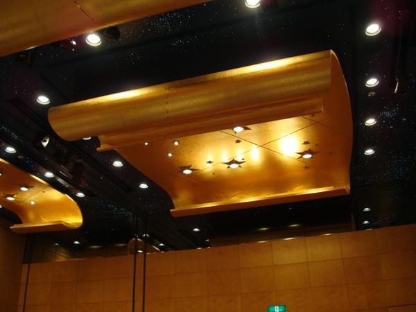 餐廳天花板的布置