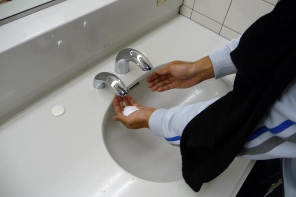機場廁所的洗手台