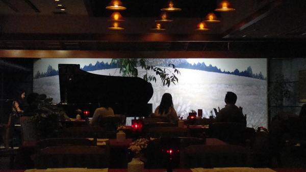 餐廳內有鋼琴演奏