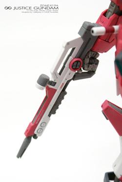 [MG]1/100 ∞ JUSTICE GUNDAM「光束步槍左側」