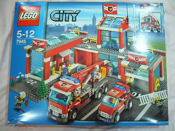 LEGO 7945 a