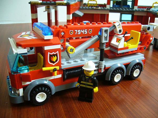 LEGO 7945 e