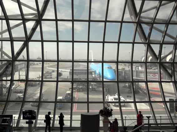 曼谷機場荷航.jpg