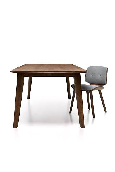 tapered_table_250_cinnamon_nut_griffin-moooi-for-web.jpg