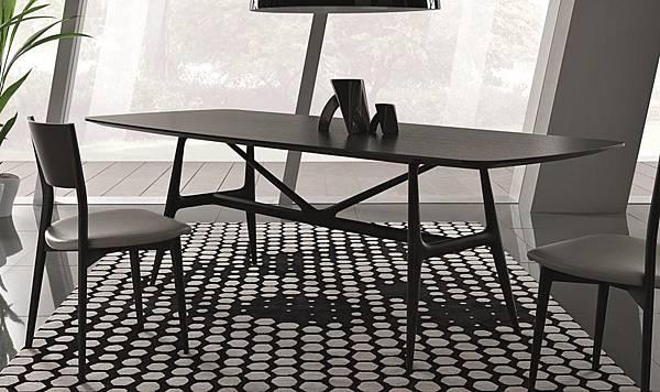 Misura Emme table - GAUDI-1.jpg