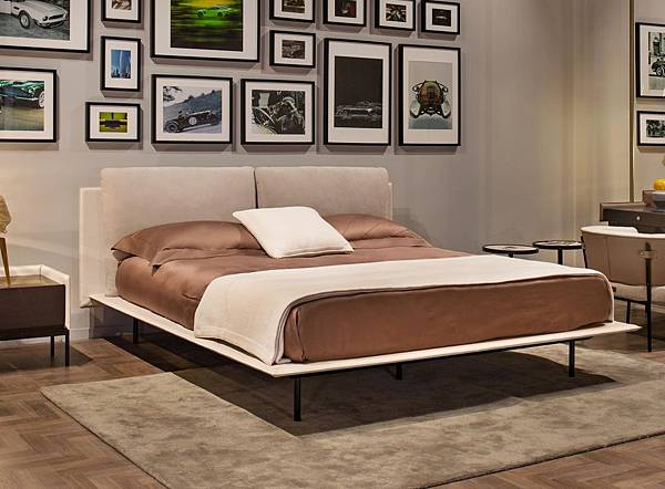 Aston Martin bed-V251_1.jpg