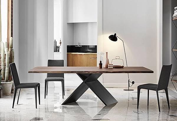 Bonaldo餐桌AX-1.jpg
