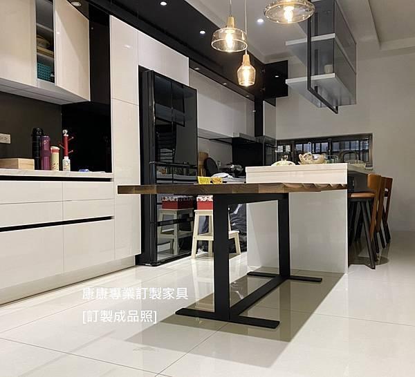 EILEEN款型胡桃木餐桌L180D90-3.jpg