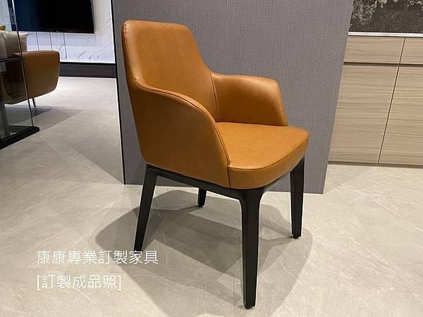 Sophie餐椅(有扶手)-1.jpg