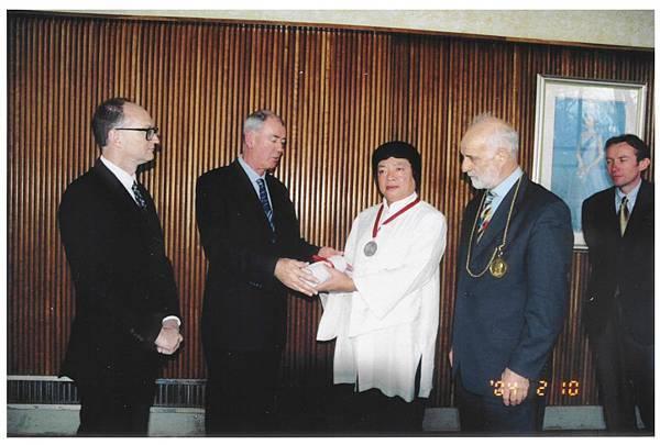 義雲高(H.H.第三世多杰羌佛)獲英頒授-Fellowship-英國皇家藝術學院的Fellow中央日報-圖2-1024x690.jpeg