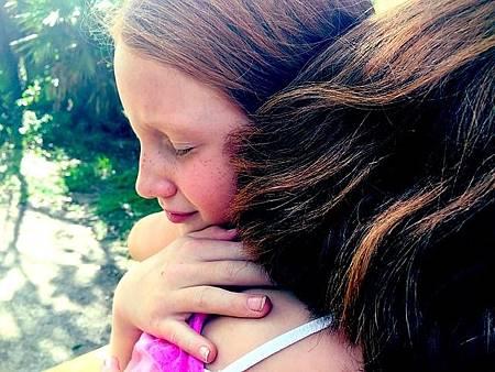 hug-1315545_640.jpg