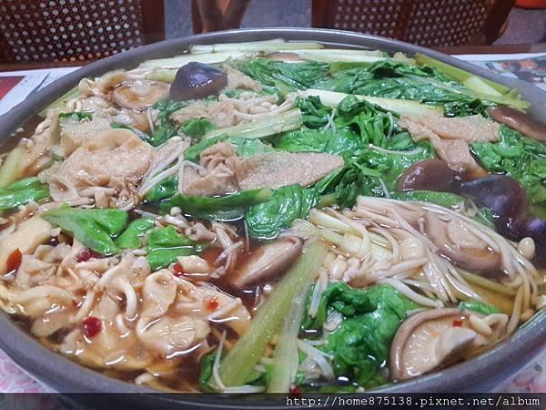 牛肉湯汁燉煮蔬菜火鍋