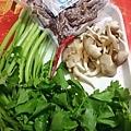 芹菜管炒牛筋的食材
