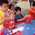 孩子開心的享受書禮!