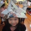 女孩與武士帽.jpg