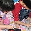 孩子們繪製武士帽.jpg