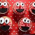 Elmo cupcakes.jpg