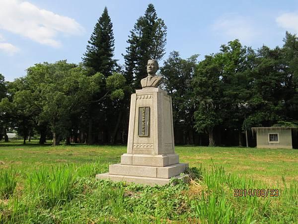 濱野彌四郎銅像