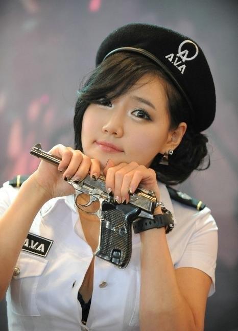 拿槍的女孩最美麗